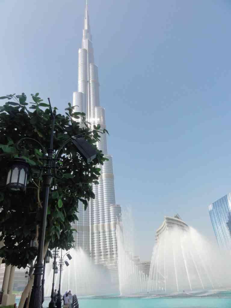 The amazing Dubai fountains in front of Burj Khalifa