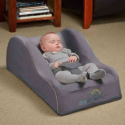 Hiccapop Day Dreamer Sleeper Baby Lounge and Bassinet for Infants. As part of our post on The 6 Best Travel Bassinet.