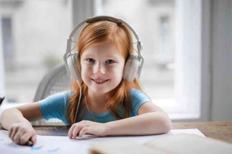 10 Best Toddler and Kid Headphones for Plane Travel [ 2020 ]