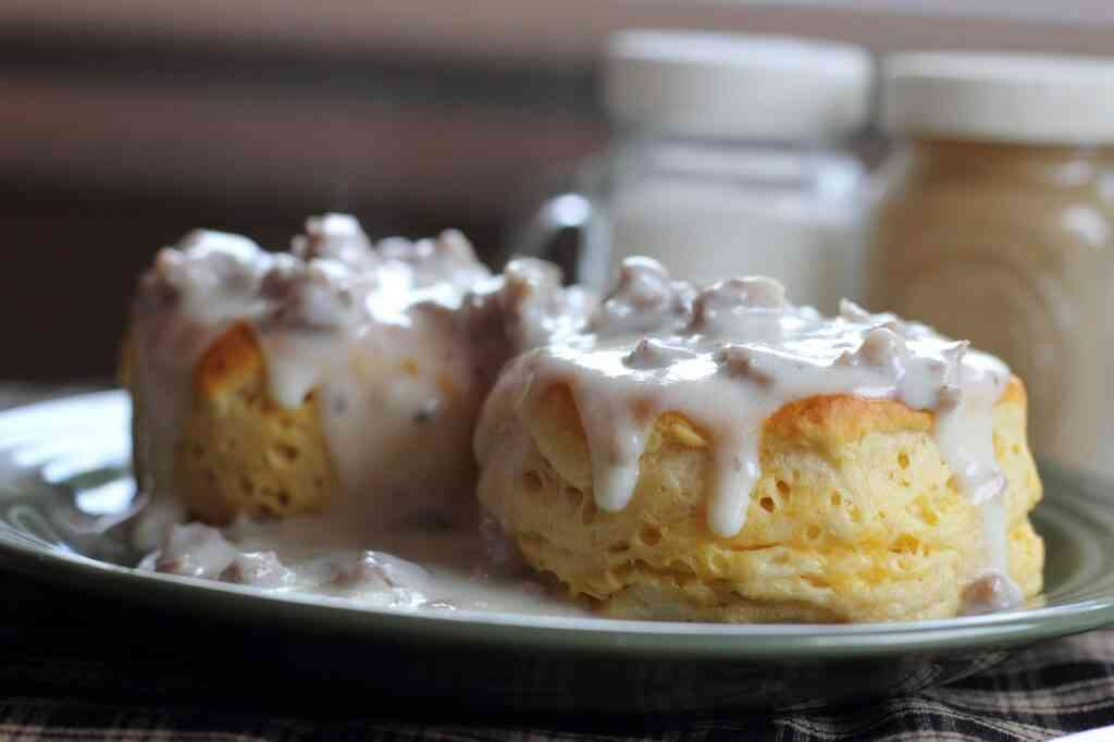 biscuits and gravy are one of the best things to eat in savannah